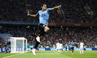 Cavani tỏa sáng, Ronaldo nối gót Messi về nước