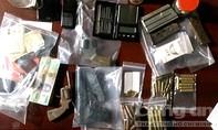 Thu 3 khẩu súng, 70 viên đạn trong nhà kẻ bán ma túy