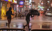 Đài Loan ra lệnh sơ tán, người dân vét sạch nhu yếu phẩm ở siêu thị