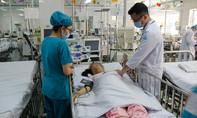 Lấy 10cm mạch máu ở cổ làm 'cầu vượt' cứu bé gái ói ra máu ồ ạt