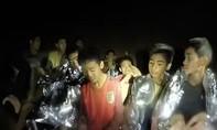 Đội bóng nhí đã đào bùn bằng tay để giành sự sống trong hang