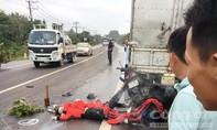 Xe máy tông đuôi xe tải đang dừng, hai người chết thảm