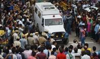 Gia đình 11 người chết trong tư thế treo cổ ở Ấn Độ