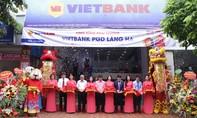 Vietbank tặng quà khách hàng dịp khai trương Phòng giao dịch Láng Hạ