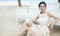 Hà Thu diện trang phục gợi cảm đón sinh nhật tuổi 26