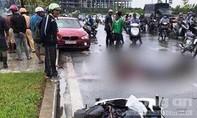 Ô tô BMW va chạm xe máy, một phụ nữ tử vong