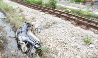 Tàu hỏa tông bay xe máy, một phụ nữ chấn thương nặng