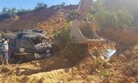 Mỏ đất sập, 3 xe tải bị vùi lấp,1 tài xế bị thương