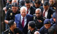 Cựu thủ tướng Malaysia ra trình diện trước toà