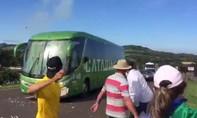 Xe buýt của tuyển Brazil hứng chịu 'cơn giận dữ' của CĐV