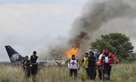 Clip máy bay Mexico chở hơn 100 người bị rơi do mưa đá