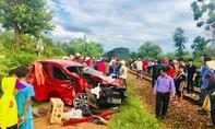 Tài xế ô tô tử vong trong ca bin sau cú tông của tàu hỏa