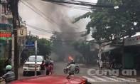 Cháy bãi giữ xe ở Sài Gòn, nhiều người hoảng hốt