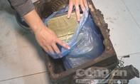 Một phụ nữ giấu 22 bánh heroin trong máy nổ vận chuyển về Việt Nam