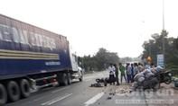 Tông vào xe tự chế dừng bên đường, 2 người thương vong