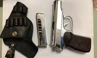 """Kẻ buôn ma túy """"khủng"""" rút súng K59 chống trả công an"""