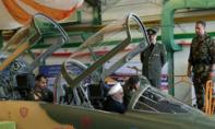 Iran tăng cường sức mạnh quân sự, ra mắt máy bay mới