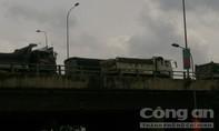 Xe ben nối đuôi nhau trên QL51, khu vực cầu Đồng Nai ùn ứ kéo dài