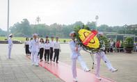 Đoàn đại biểu SSEAYP Việt Nam viếng Lăng Chủ tịch Hồ Chí Minh