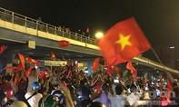 Người Sài Gòn tưng bừng sau chiến tích vào bán kết