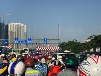 Cầu Sài Gòn kẹt cứng hàng km vì tai nạn
