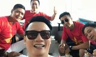 Bình Minh, Hoàng Bách tới Indonesia cổ vũ Olympic Việt Nam