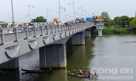 Liên tiếp 2 vụ tự tử ở cầu Dã Viên