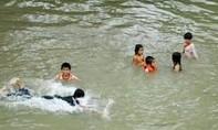 Nhóm thanh niên tắm sông Tiền, hai người chết đuối