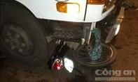 Xe tải và 2 xe máy tông liên hoàn, 2 người tử nạn