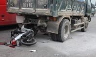 Chạy tốc độ 'bàn thờ', thanh niên nguy kịch sau cú va chạm xe tải