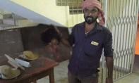 Người đàn ông Ấn Độ mang đầu vợ đến đồn cảnh sát tự thú