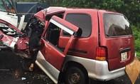 Ô tô 9 chỗ tông trực diện xe tải, tài xế tử vong trong ca bin
