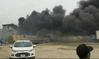 Cháy lớn tại công ty người Trung Quốc thuê, cột khói đen bao trùm