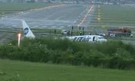 Máy bay Nga lao khỏi đường băng bốc cháy, 19 người thương vong
