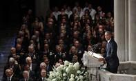 Tang lễ của McCain: Mũi dùi chỉ trích nhắm vào Trump