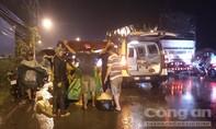 Tông vào xe tải đang lùi ở Sài Gòn, tài xế xe lôi tử vong
