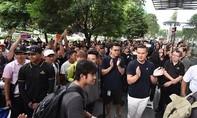 Thế giới lên 'cơn sốt' xếp hàng chờ mua iPhone mới