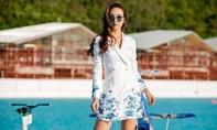 Hoa hậu Ngọc Diễm chụp ảnh trên du thuyền tại Thái Lan