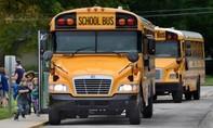 Nữ tài xế Mỹ để bé gái 11 tuổi lái xe buýt
