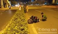 Xe máy chạy trong làn ôtô tông người phụ nữ tử vong gần cầu bộ hành
