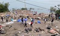 Khung cảnh hoang tàn tại nơi xảy ra thảm họa kép ở Indonesia