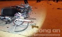 Xe máy nát vụn trên đường sau cú tông kinh hoàng