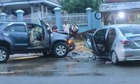Hai ô tô đối đầu, 2 người chết, 6 người bị thương