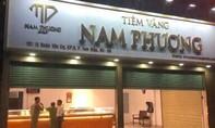 Một tiệm vàng nghi bị trộm lấy nhiều tài sản