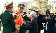 Tổng Bí thư Nguyễn Phú Trọng dâng hoa tại Tượng đài Bác Hồ ở Moskva