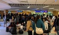 Chuyến bay trễ... 2 ngày, 356 hành khách vạ vật chờ đợi ở sân bay