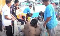 """""""Giải cứu"""" chàng trai Thái Lan nặng hơn 300kg đi bệnh viện"""