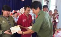 Báo Công an TPHCM cùng nhà tài trợ mang quà Tết đến với người nghèo