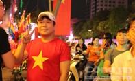 Không khí bóng đá sôi động tại phố đi bộ Nguyễn Huệ