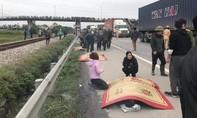 Xe tải tông đoàn người đi viếng nghĩa trang, ít nhất 8 người tử vong